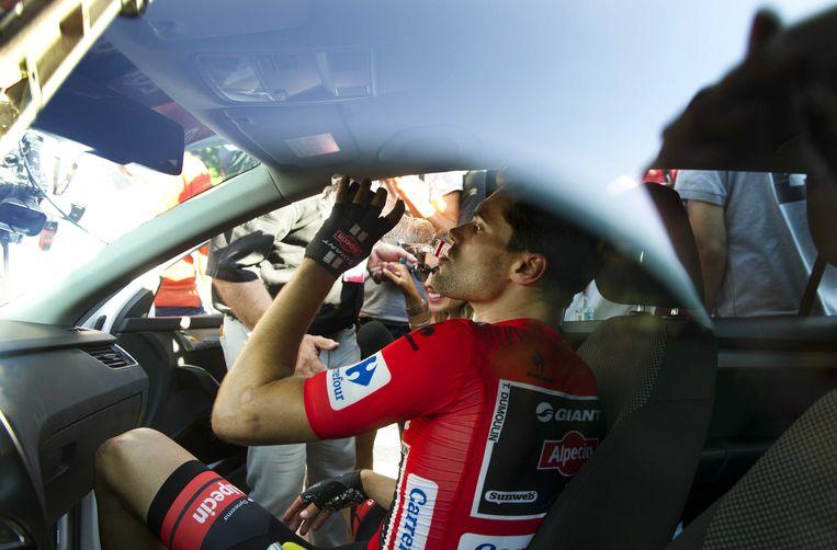 2015-09-12 16:41:47 SAN LORENZO - De teleurgestelde wielrenner Tom Dumoulin na afloop van de twintigste etappe van de Vuelta. De voorlaatste etappe van de Ronde van Spanje gaat van San Lorenzo de El Escorial naar Cercedilla. ANP ROBERT VOS Beeld null