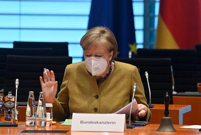 De stap naar het opleggen van nationale maatregelen is controversieel in Duitsland. De deelstaten hebben de voorbije maanden zelf kunnen beslissen hoe en wanneer ze lokale uitbraken aanpakken.