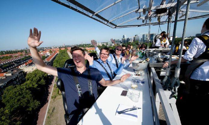 Dineren op 50 meter hoogte kan binnenkort ook in het Groene Hart. Archieffoto Dinner in the Sky