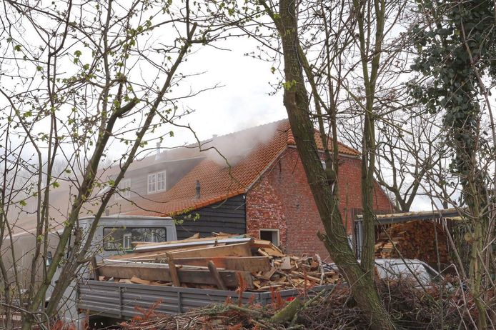 Brand in een woonboerderij aan het Vooreind in Hulsel.