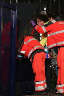 Slapende man gewond doordat afvalcontainer begint te persen op station Roosendaal