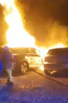Quatre voitures en feu sur le parking d'un restaurant à Gosselies