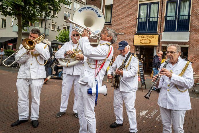 Jazz in Catstown keerde vorig jaar in het klein terug met een coronaproof street parade in Helmond. Nu heeft de organisatie achter het festival een vergunning aangevraagd voor begin september