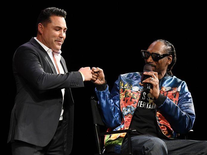 Oscar De La Hoya met rapper Snoop Dogg, die de persconferentie modereerde.