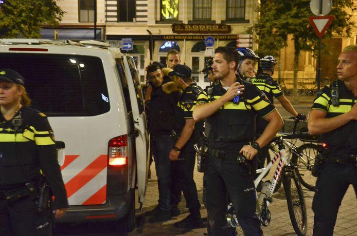 Rapper Boef wordt aangehouden door de politie.