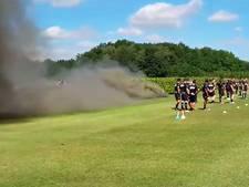 Vuurwerk bij start eerste training NAC voor eredivisie in Zundert