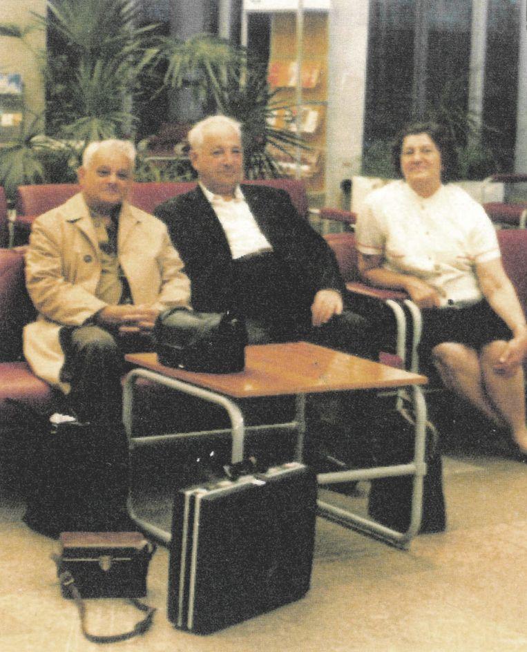 De Sobibor Tapes - Alexander Petsjerski met zijn vrouw Olga en Jules Schelvis in 1984 in Moskou Beeld Privé archief Jules Schelvis