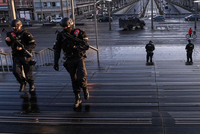 De uitspraak in het terreurproces verliep vanmorgen onder verhoogde beveiliging van de Antwerpse politie.  Met de Bearcat-pantserwagen op de Bolivarplaats.