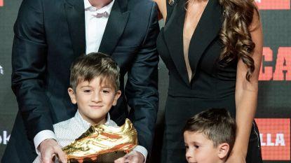 Messi krijgt zesde Gouden Schoen van zijn zoontjes