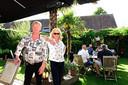 Paul en Christel De Naeyer voor de coronacrisis in de tuin van hun café De Hoeve in Oostakker.