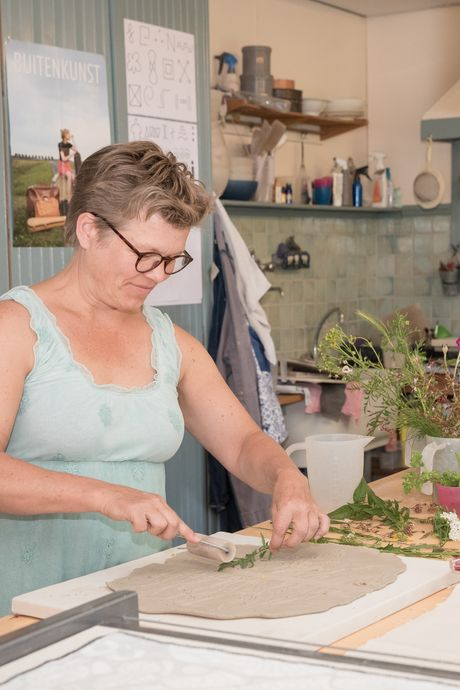 Ellen maakt urnen waar je je goed bij voelt en die er niet uit zien als een urn