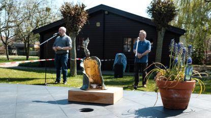 Kunstwerk 'De Mantelzorger' krijgt vaste plek in De Stappe in Mortsel
