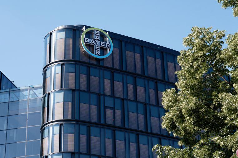 Kantoor van de Bayer Groep in Parijs. Het bedrijf heeft na de VS nu ook uit Nederland schadeclaims gekregen vanwege het anticonceptiemiddel Essure. Beeld NurPhoto via Getty Images