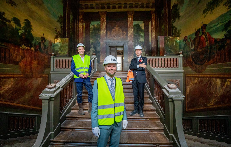 Deze heren nemen je mee door Paleis Het Loo. Van links naar rechts: directeur Michel van Maarseveen, hoofdconservator Johan de Haan en conservator Paul Rem.