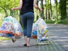 Dit gaat ons geld kosten: afvalaso's die zwembadjes en inseminatiespuiten in de plastic container proppen