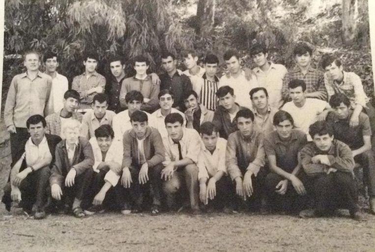 Charles Deckers (uiterst links) met de jongens van zijn beroepsschool in Tizi-Ouzou, Algerije.