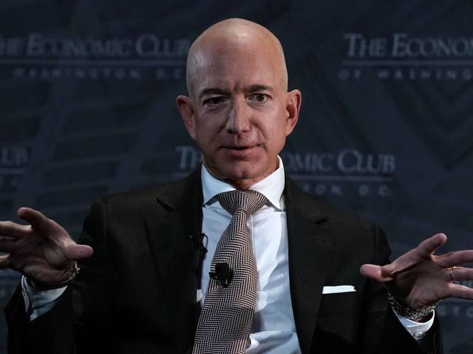 """Geniale tiran die z'n personeel doet plassen in flessen"": Amazon-CEO Jeff Bezos is al vier jaar rijkste man ter wereld"