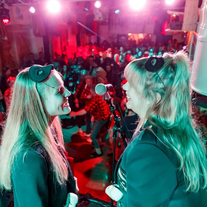 11-11 2019 in Zevenbergen bij Van der Hooft. Traditioneel met het liedjesfestival.