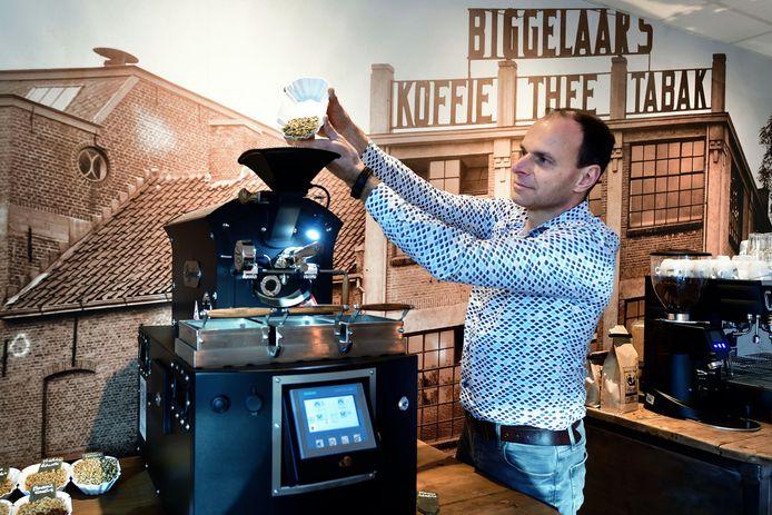Rob Jansens uit Roosendaal blies koffiemerk Biggelaar nieuw leven in. En met succes, tegenwoordig roostert Biggelaar - net als vroeger - zijn boontjes weer in Roosendaal.