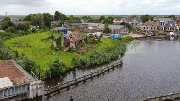 Op het terrein van Harm Bonsink aan de Whaa in Zwartsluis kan wellicht al volgend jaar worden gebouwd.