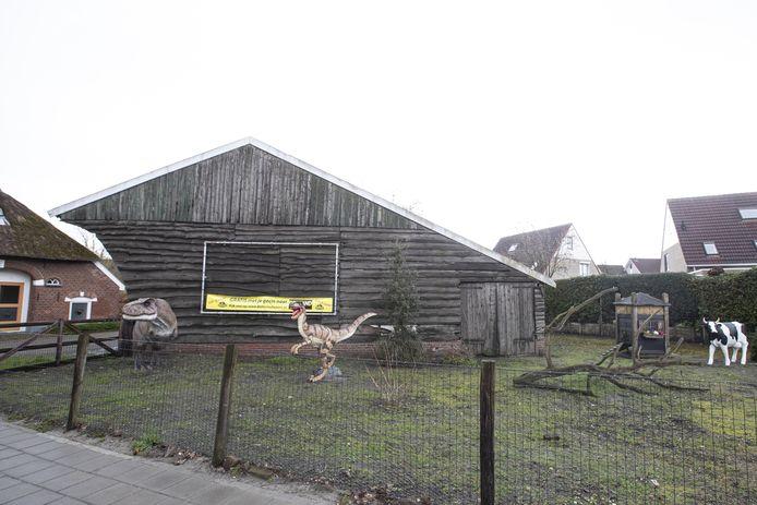 Erik Zwoferink maakte een plan voor kleinschalige opvang in de boerderij (links) met een aantal wooneenheden, ter grootte van ongeveer de huidige kapschuur.