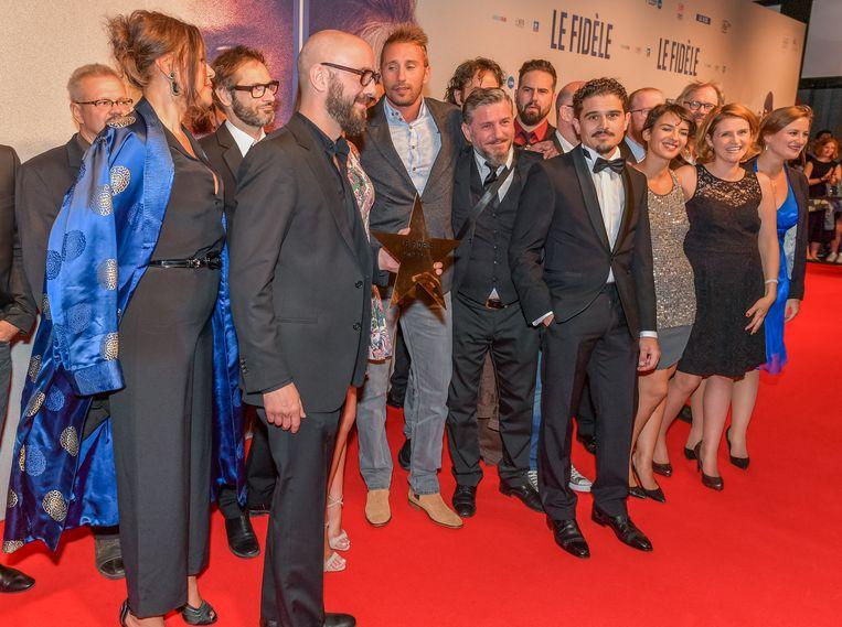 De cast neemt een ster voor de 'Walk of Fame' in ontvangst.