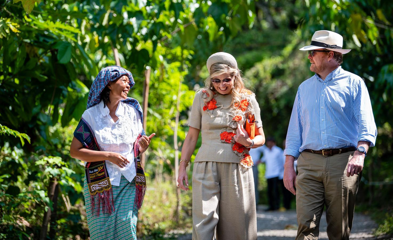 Koning Willem-Alexander en koningin Máxima zijn donderdag aan het einde van de middag vertrokken uit Parapat, aan het Tobameer. In Medan staat het regeringsvliegtuig klaar voor terugkeer naar Nederland.