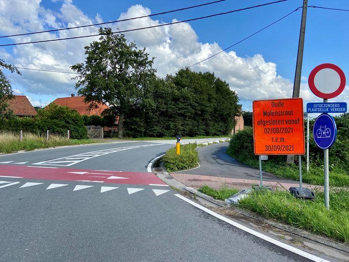 De Oude Molenstraat in Malle is vanaf maandag 2 augustus afgesloten voor doorgaand verkeer vanwege onderhoudswerken aan de baan