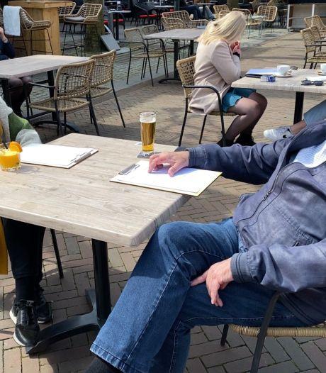 Lunch op terras: voor net gevaccineerde Aly en Jan voelt het als een historische dag