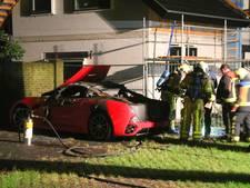 Nep-Ferrari gaat in vlammen op in Harderwijk