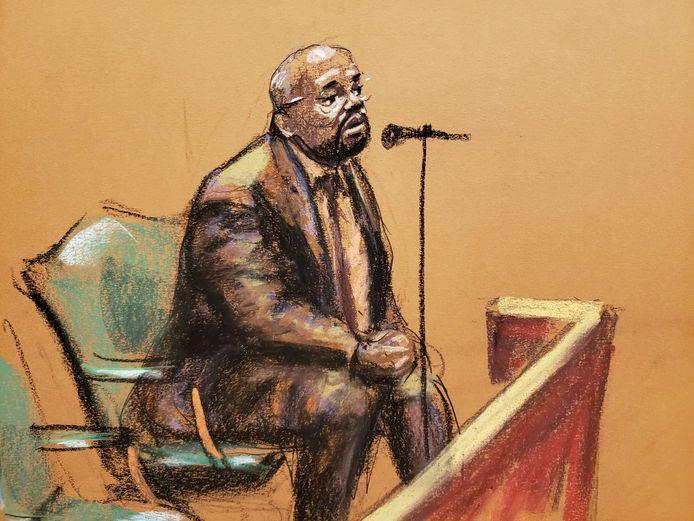 Larry Hood spreekt tijdens R. Kelly's proces