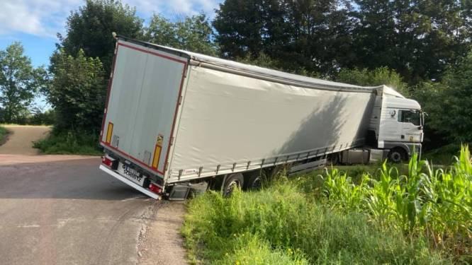 Vrachtwagen blokkeert urenlang Senator Coolsdreef