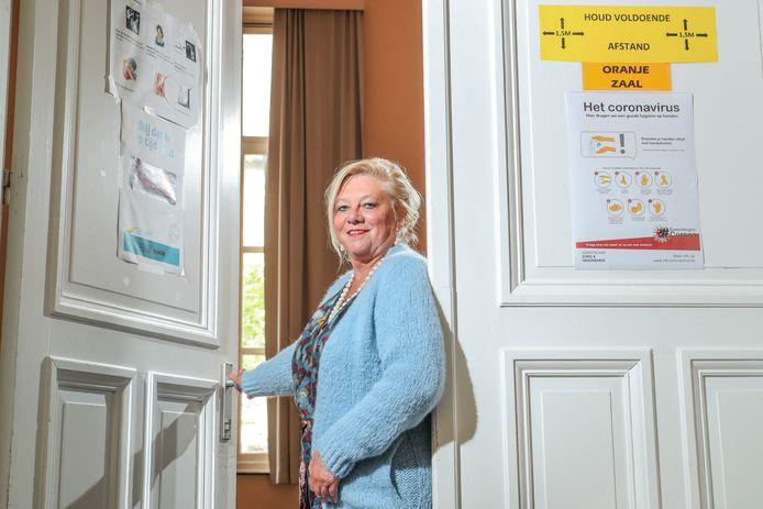 Karin Heremans, directrice van het Koninklijk Atheneum, ziet met lede ogen aan hoe leerkrachten één voor één afhaken.