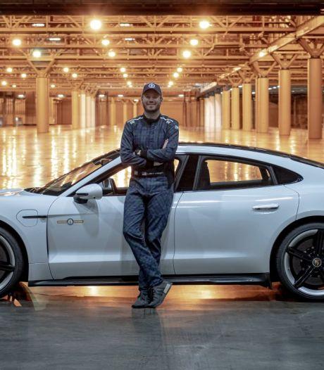 Nieuw snelheidsrecord met auto... in een gebouw