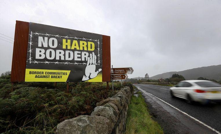 Bord bij de grens tussen de Ierse republiek en Noord-Ierland. Beeld Reuters