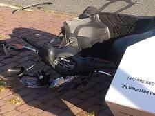 Maaltijdbezorger gewond door botsing met auto in Wageningen