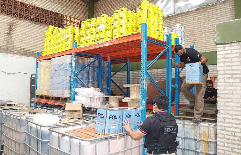 De politie viel deze week ook binnen in de loods in Paraguay waar de drugs vandaan kwamen.
