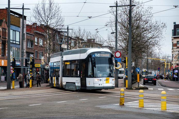Tram 15 is volgens De Lijn een sneltram, maar een rapport van burgerplatform Zorro ziet flink wat tekortkomingen. Het aandeel van openbaar vervoer moet tegen 2030 verdubbelen om de ambitie van een 50/50 modal shift waar te maken.