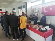 Fatih Moskee in Aalten houdt open dag met braderie: 'Die baklava is zo lekker!'