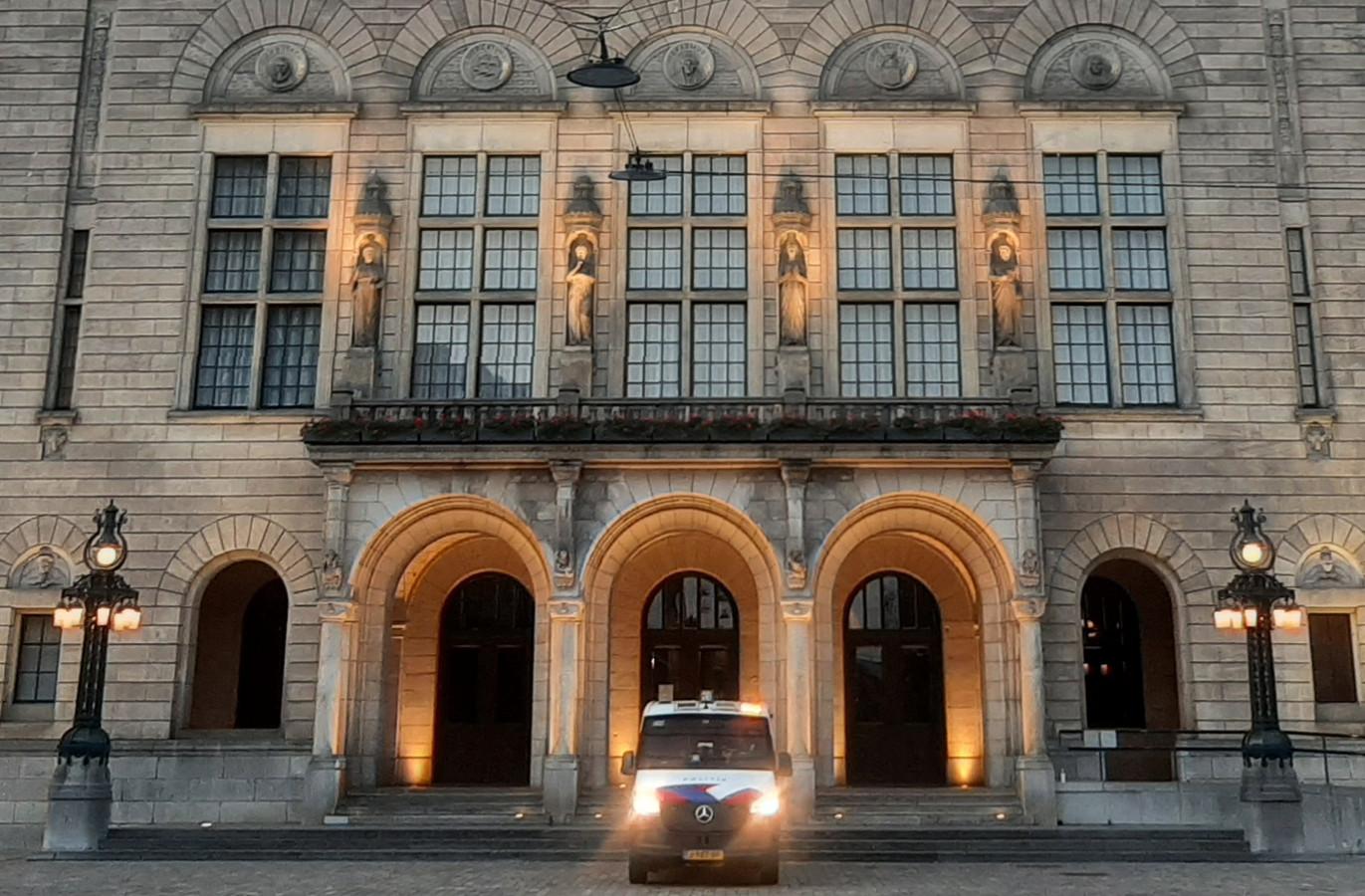 Het Rotterdamse stadhuis werd dinsdag tot laat in de avond bewaakt.