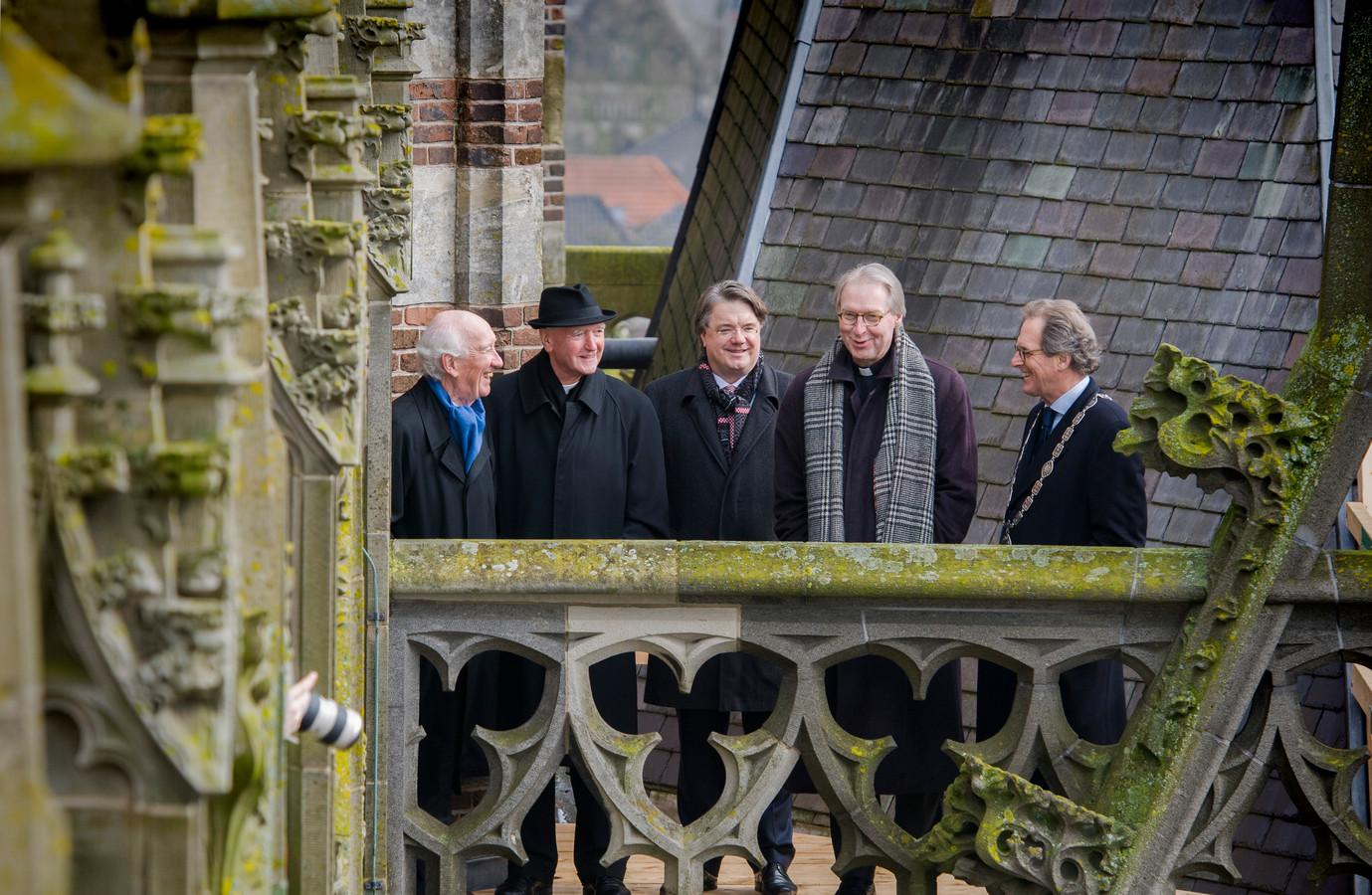 Bisschop Hurkmans, Commissaris van de koning Wim van de Donk, bisschop Gerard de Korte en burgemeester Ton Rombouts op de Sint-Jan na de aanstelling van De Korte in 2016.