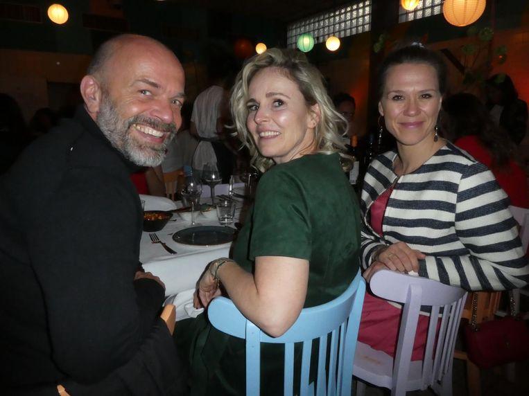Jochem Bouwens (Overamstel Uitgevers), auteur Yvanka van der Zwaan (Wine-up) en Ariane van Hoeken (Elha Cosmetics). Beeld Hans van der Beek
