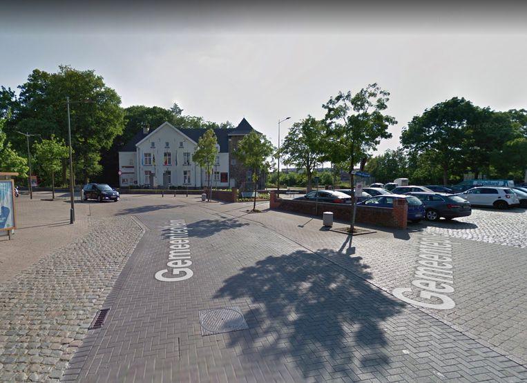 Het ongeval gebeurde op het Gemeenteplein in het centrum van Buizingen