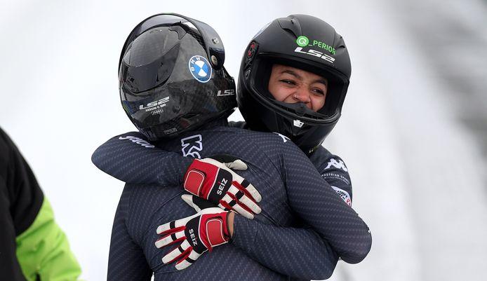 Katrin Beierl en Jennifer Onasanya (rechts).