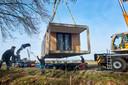 Het plaatsen van het eerste tiny house in Zeeland als aanzet voor het Peel Natuurdorpen project. Fotograaf: Van Assendelft/Jeroen Appels