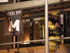 Brandweer in Deventer rukt groots uit, beklimt steiger en breekt deur open door misverstand