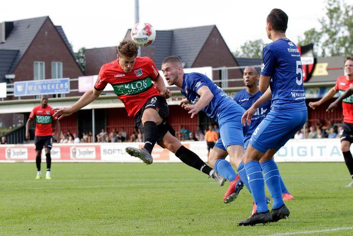 Opnieuw oefent De Treffers tegen NEC. Vorig seizoen hield de tweededivisieclub de eerstedivisionist, ondanks deze kopkans voor Sven Braken, op 0-0.