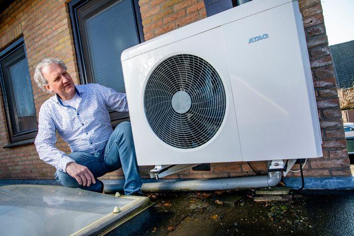 Albert van Dam bespaart met z'n hybridepomp 300 tot 400 euro per jaar op zijn energierekening.