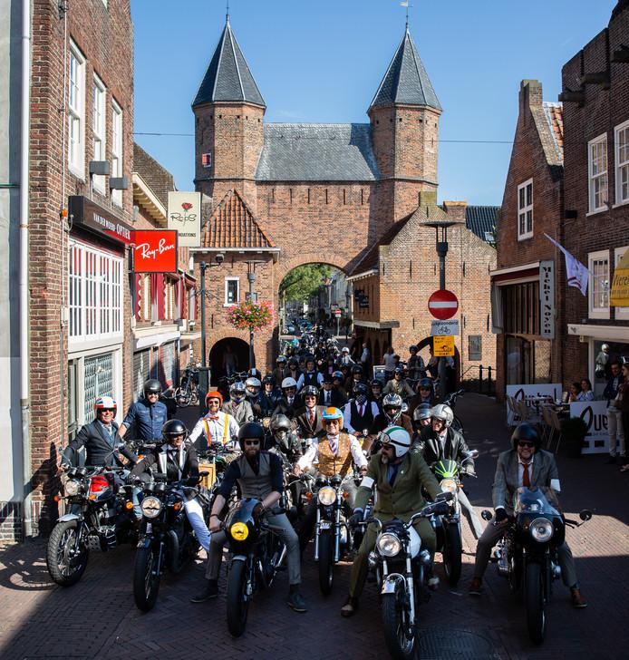 Tijdens een eerdere tocht, deden de deftige heren Amersfoort aan. Dit jaar is de stad ook een echte vertrek- en aankomstplaats.