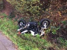Motorrijder crasht in gracht E19